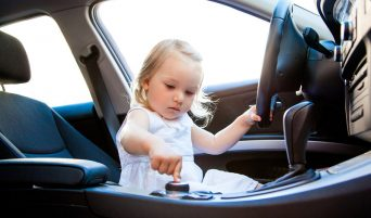 bambina-macchina