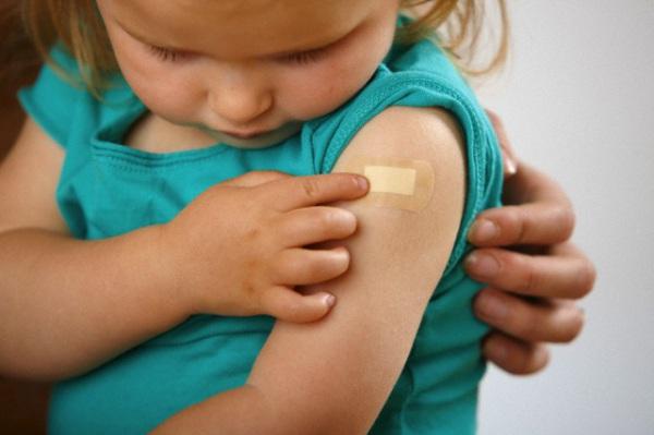 bambina_vaccino