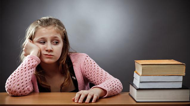 bambina-compiti