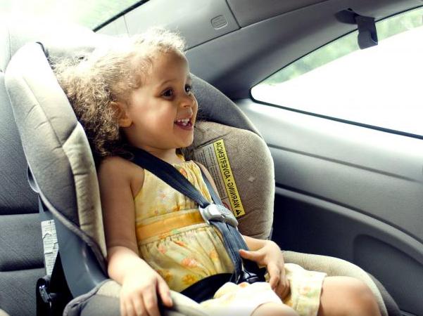 bambina-in-macchina-bambini-dimenticati-in-auto
