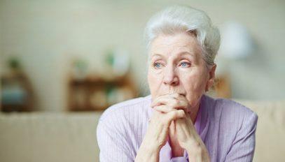 pensione-donna-pensierosa