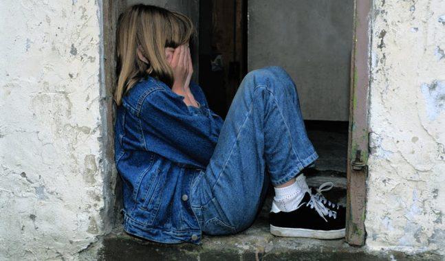 Abusi sessuali su studentessa minorenne: arrestato prof del Liceo Massimo di Roma