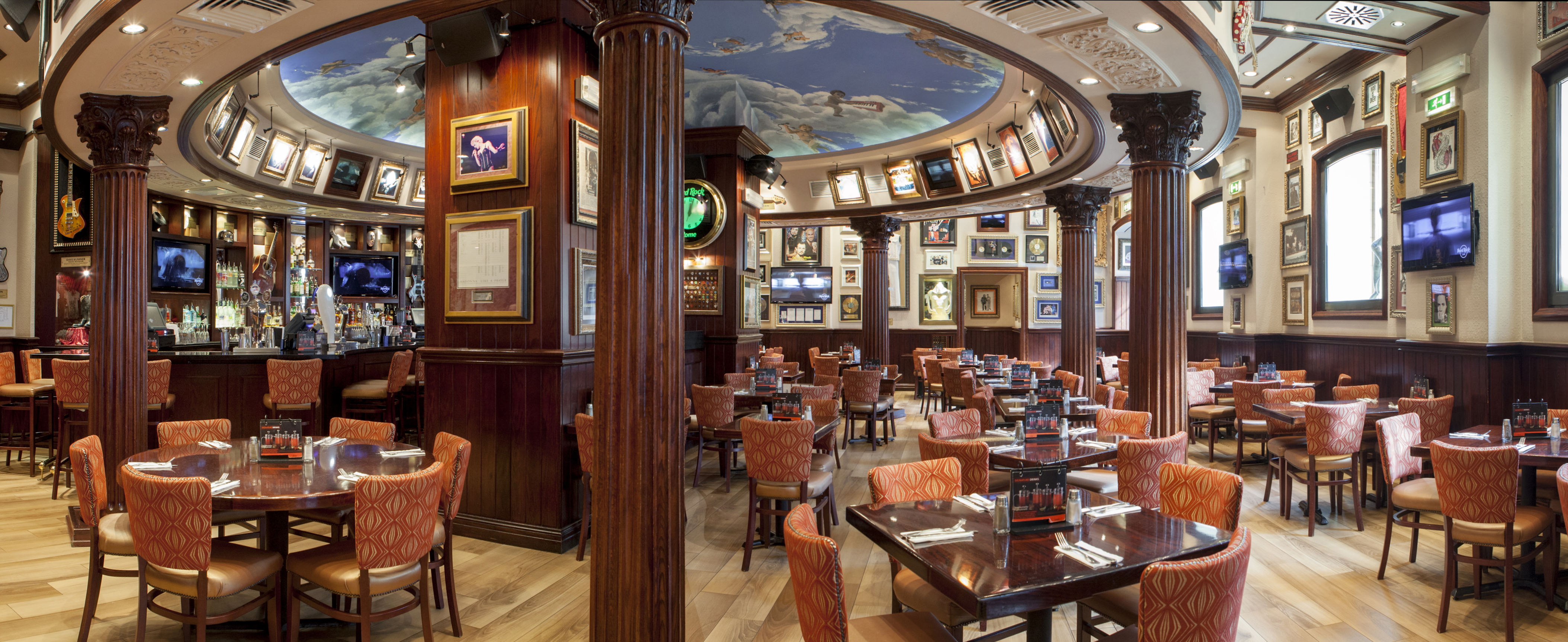 Hard rock cafe roma un 39 esperienza culturale unica e for Restaurants for big groups